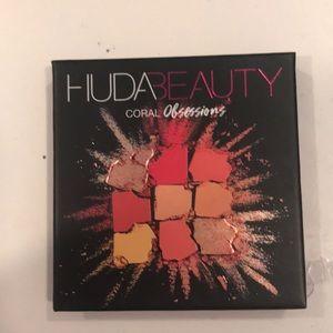 Huda beauty coral obsessions eyeshadow palatte
